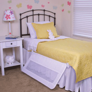 Best bed rails 2017: Regalo Swing Down Toddler Bed Rail in down position