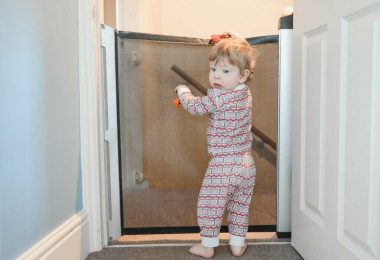 which-retractable-baby-gate